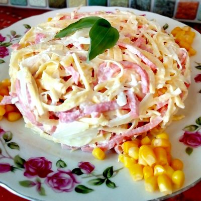 Салат «Аппетит» из яйца и колбасы - рецепт с фото