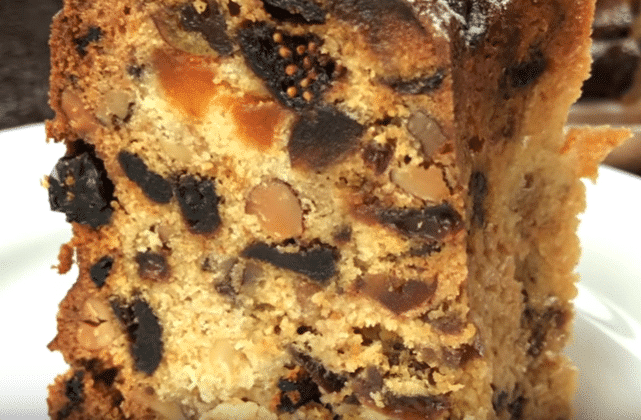 Фото рецепта - Рождественский кекс с сухофруктами и орехами - шаг 10