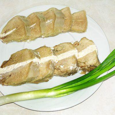 Язык деликатесный с сырной начинкой - рецепт с фото