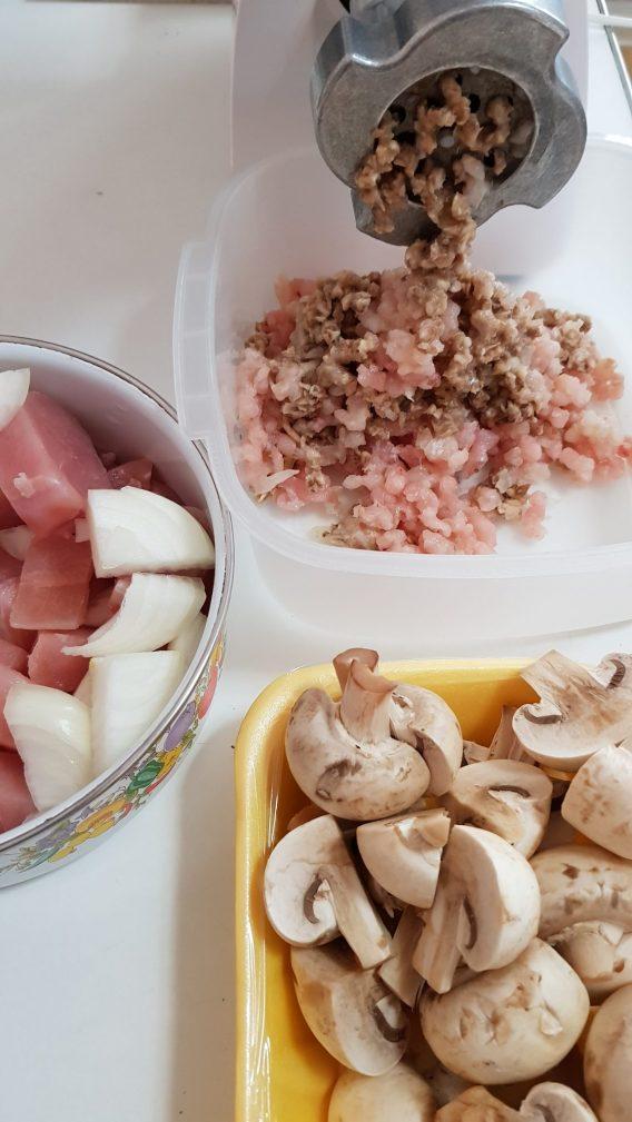 Фото рецепта - Куриные котлеты с грибами - шаг 1