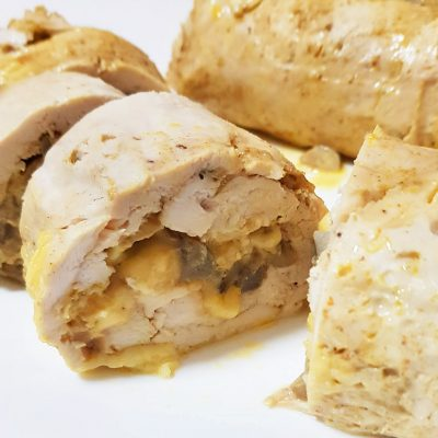 Запеченный куриный рулет с шампиньонами и сыром - рецепт с фото