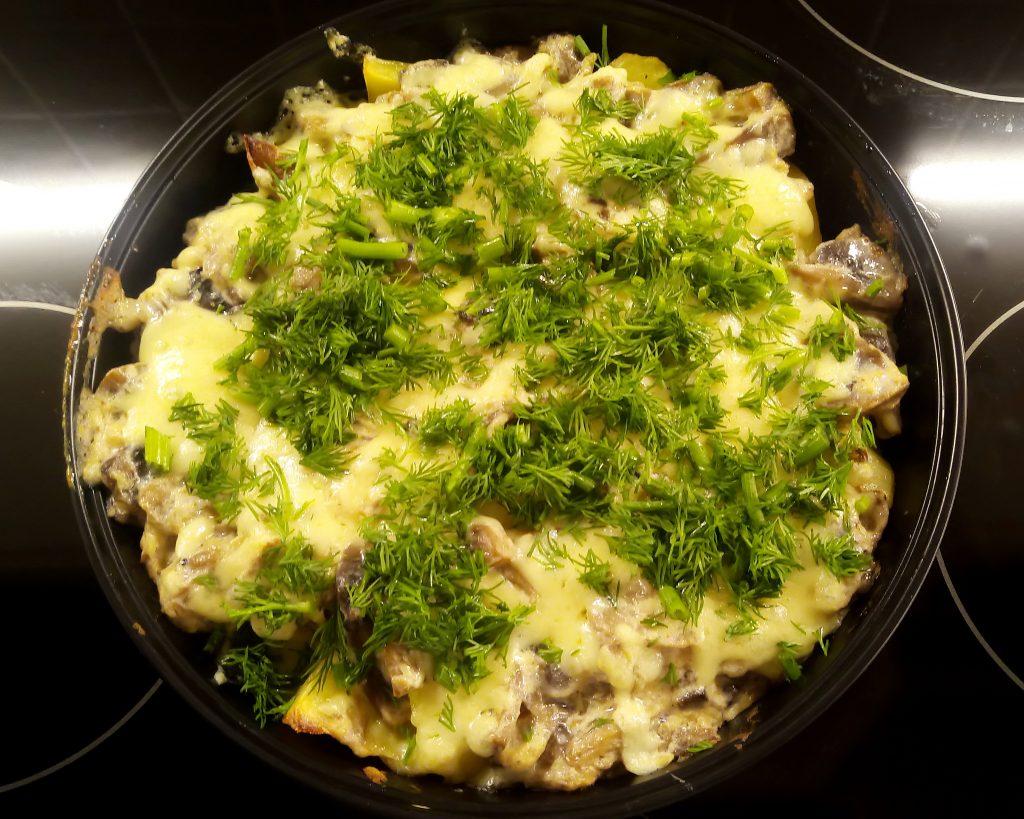 Фото рецепта - Картофельные дольки в грибном соусе (запеканка) - шаг 8