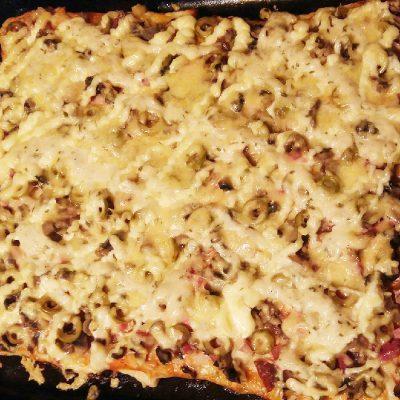 Пицца «Любимая» с колбаской и шампиньонами - рецепт с фото