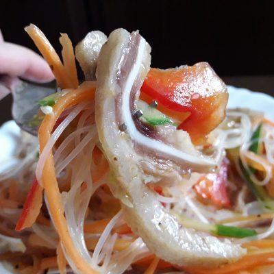 Салат из свиных ушек с фунчозой - рецепт с фото