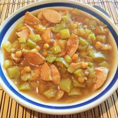 Суп с нутом, кабачками и сардельками - рецепт с фото