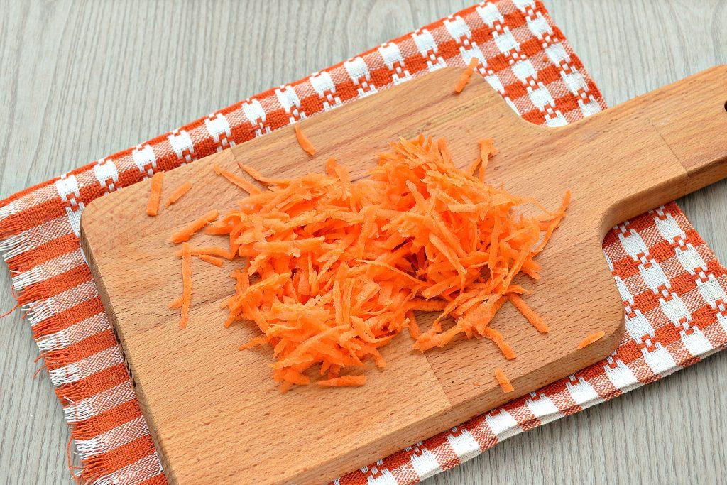 Фото рецепта - Постный капустный салат с крабовыми палочками и кукурузой - шаг 2