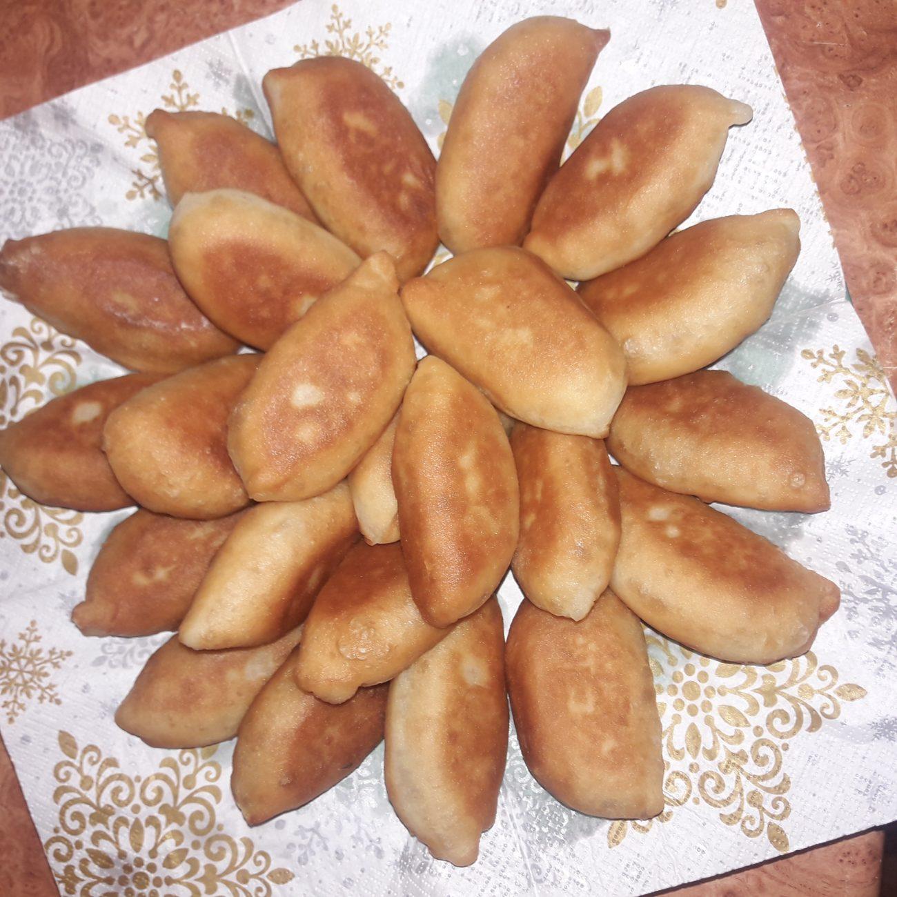 Пирожки постные с капустой на сковороде