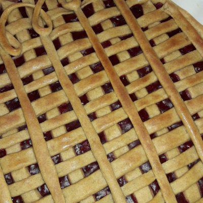 Фото рецепта - Пирог на кефире «Зимняя вишня» - шаг 8