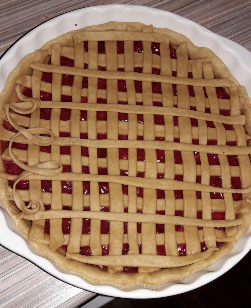 Фото рецепта - Пирог на кефире «Зимняя вишня» - шаг 7