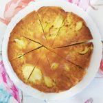 Шарлотка с яблоками — заливной пирог