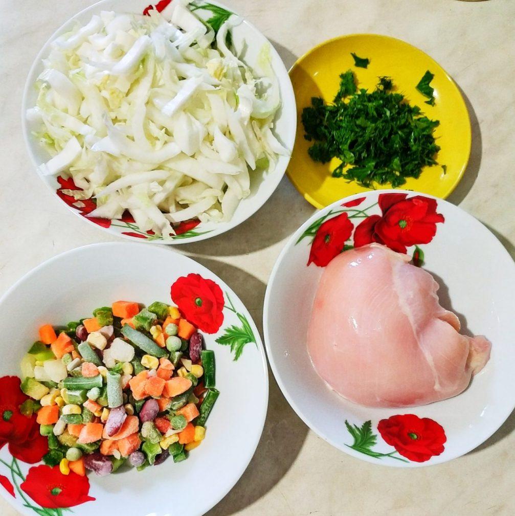 Фото рецепта - Быстрое рагу с овощами и курочкой - шаг 1