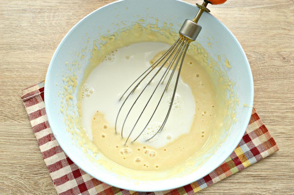 Фото рецепта - Блины с дырочками на молоке - шаг 4