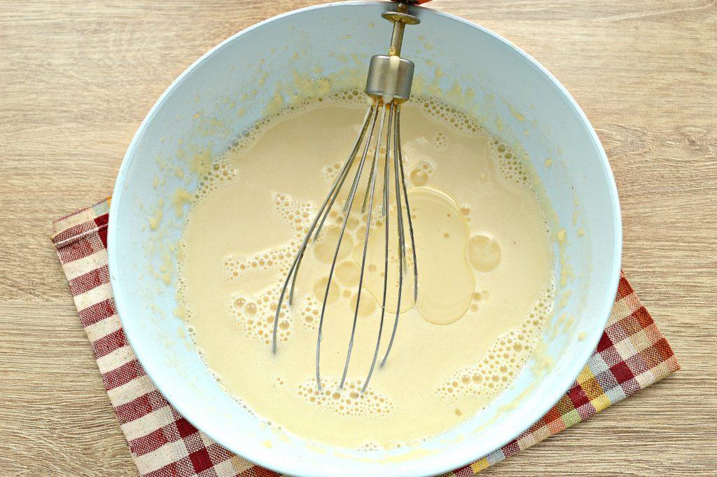 Фото рецепта - Блины с дырочками на молоке - шаг 5
