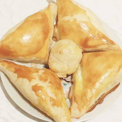 Хачапури  из слоенного теста с сыром - рецепт с фото