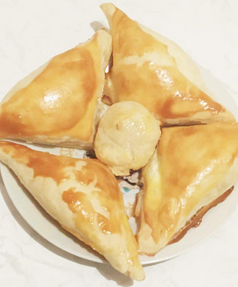 Фото рецепта - Хачапури  из слоенного теста с сыром - шаг 10