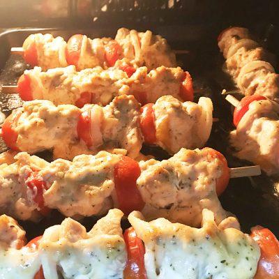 Шашлык из форели с томатами в духовке - рецепт с фото
