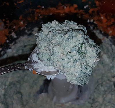 Фото рецепта - Творожные кексы со шпинатом и морковью - шаг 3