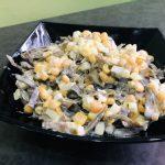 Яичный салат из морской капусты с кукурузой