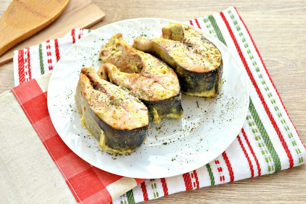 Фото рецепта - Горбуша, запеченная в духовке в майонезе - шаг 7