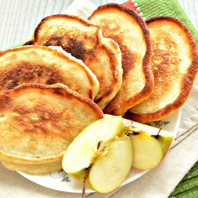 Оладьи с яблоками, на молоке - рецепт с фото