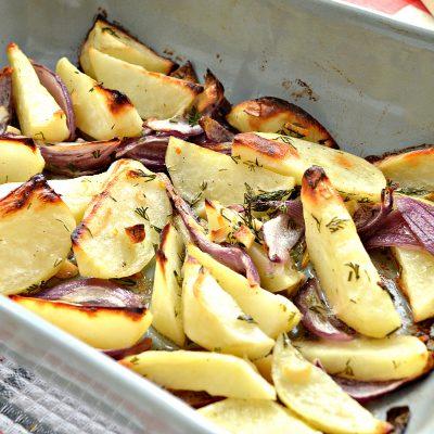 Постный картофель с луком в духовке - рецепт с фото