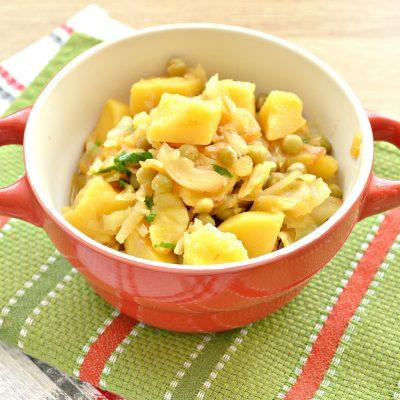Капуста, тушенная с картофелем и горошком в пост - рецепт с фото