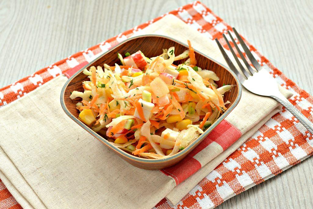 Фото рецепта - Постный капустный салат с крабовыми палочками и кукурузой - шаг 7