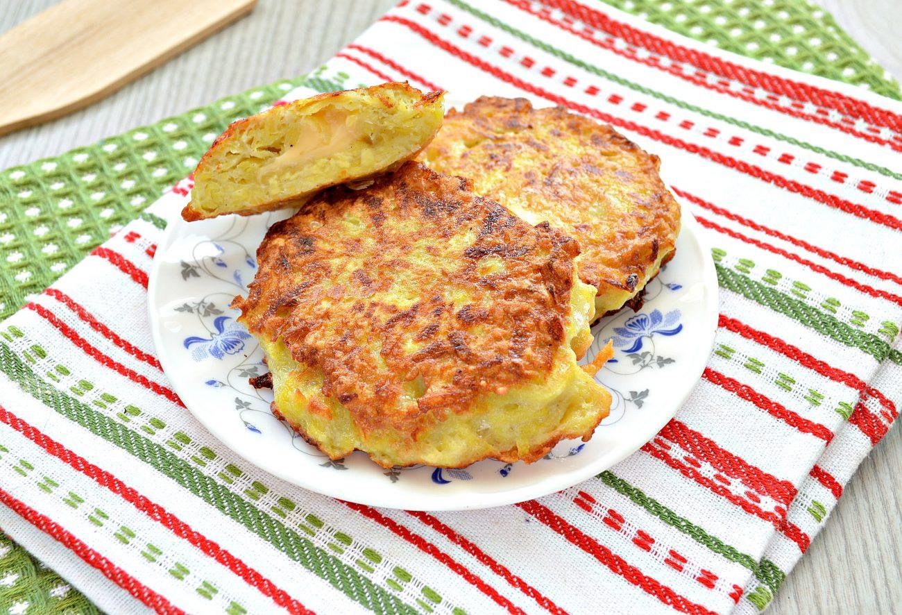 Картофельные котлеты с сырной начинкой (драники)