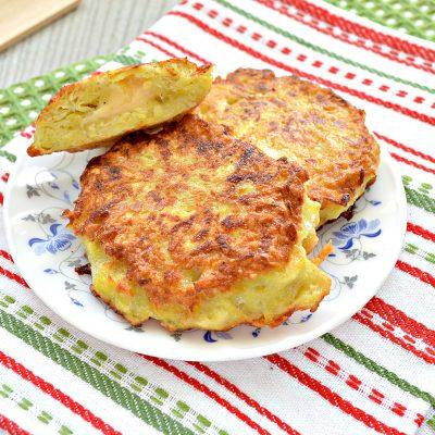 Картофельные котлеты с сырной начинкой (драники) - рецепт с фото