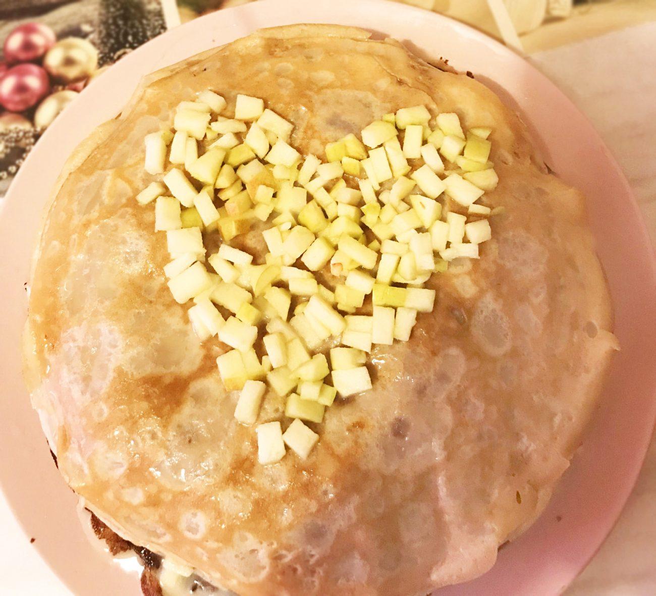 Блинный тортик с яблоками и сгущенным кремом