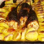 Скумбрия запеченная с картошкой по-деревенски