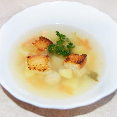 Вкуснейший суп с куриными фрикадельками, картофелем и сухариками - рецепт с фото