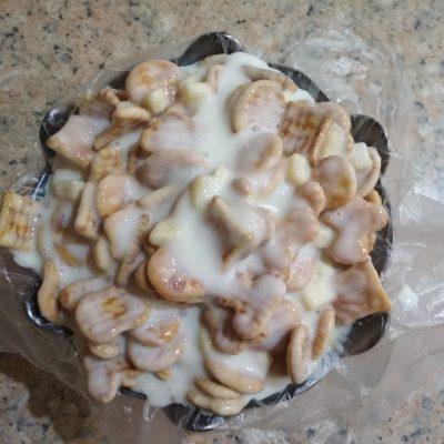 Фото рецепта - Тортик без выпечки из печенья и сметаны - шаг 4