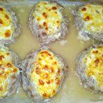 Сочные мясные котлеты в духовке под сыром