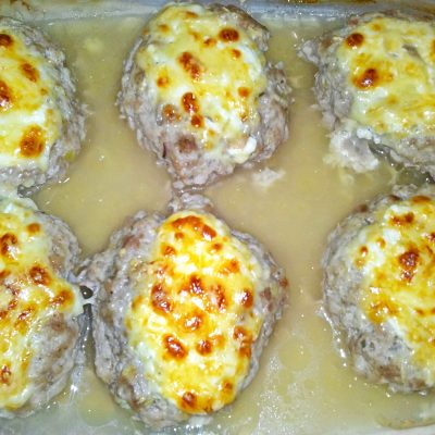 Сочные мясные котлеты в духовке под сыром - рецепт с фото