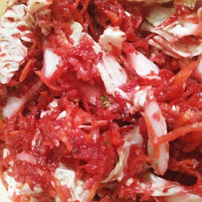 Салат «Щётка» из свеклы, моркови, яблока и капустки - рецепт с фото