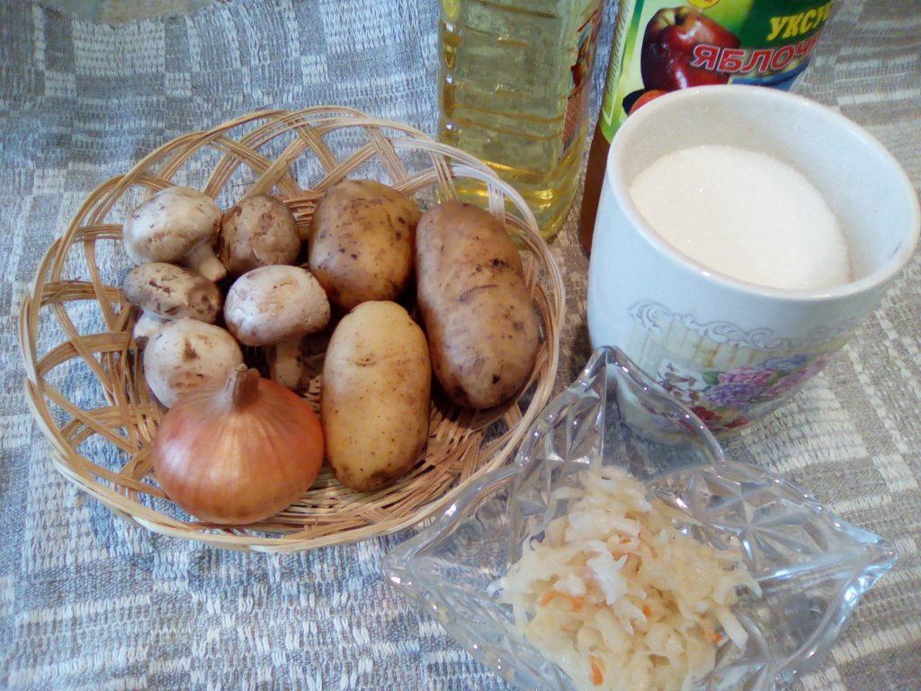 Фото рецепта - Картофельный «Минский» салат с грибами и квашеной капустой - шаг 1