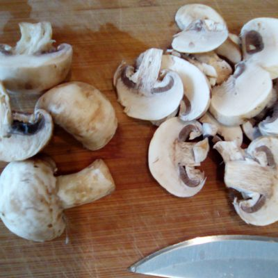 Фото рецепта - Картофельный «Минский» салат с грибами и квашеной капустой - шаг 3