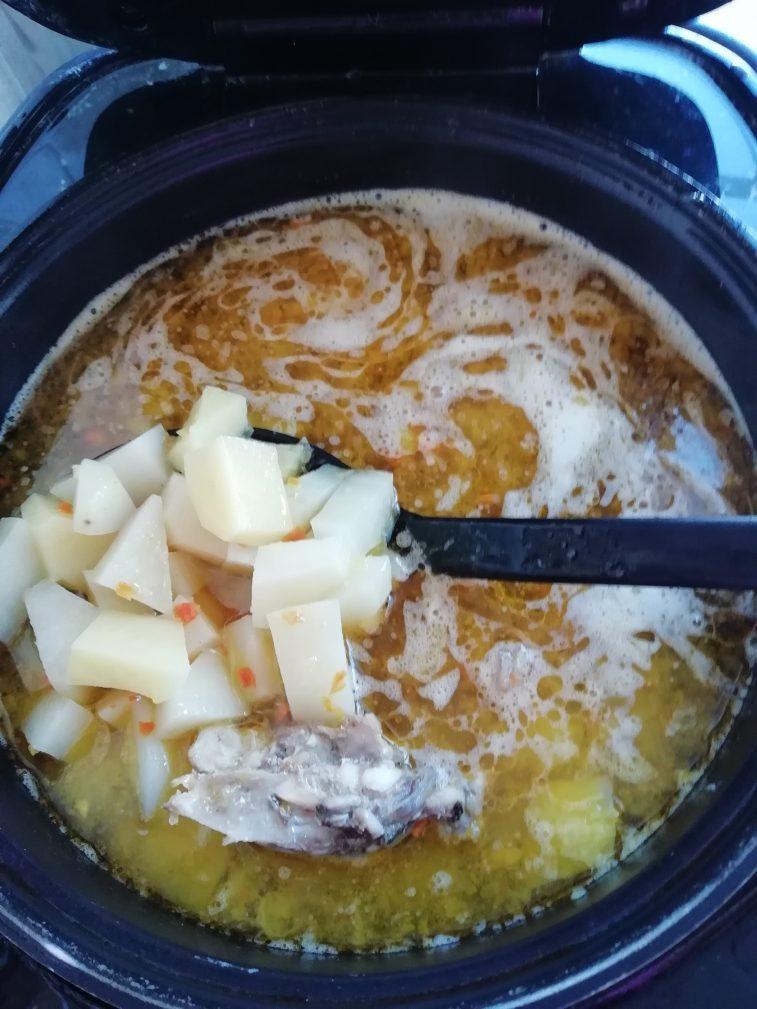 Фото рецепта - Курица тушеная с картофелем в мультиварке - шаг 7