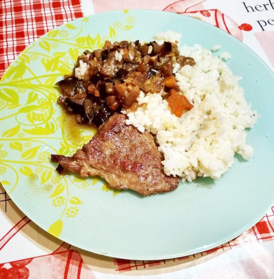 Кацу-карри из свинины с баклажаном