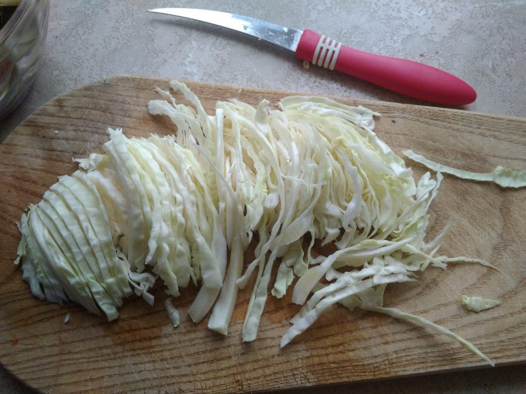 Фото рецепта - Витаминный капустный салат без соли - шаг 4