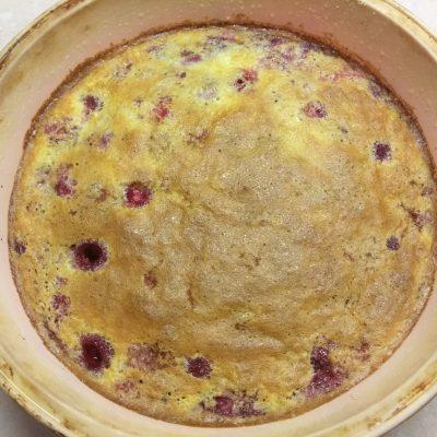 Клафутти с малиной — заливной пирог на молоке - рецепт с фото