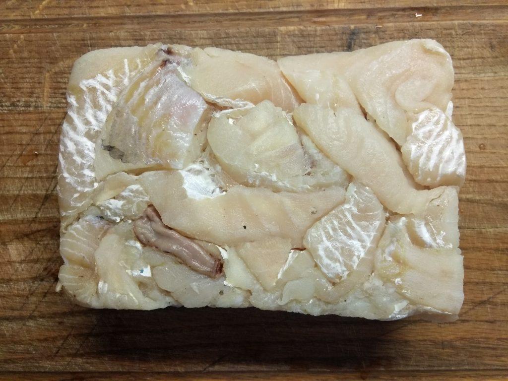 Фото рецепта - Рыбные котлеты с куркумой, чабром и кориандром - шаг 1