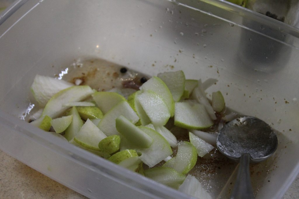 Фото рецепта - Цветная капуста по-корейски с грушей (маринованная) - шаг 4