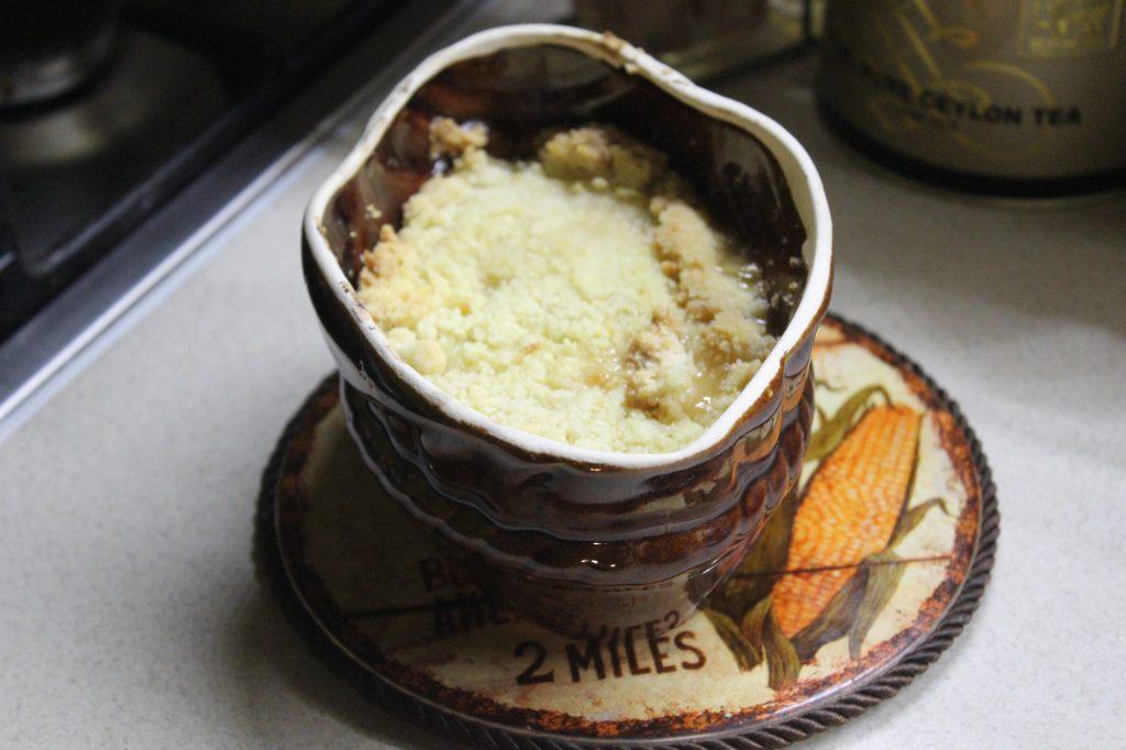 Фото рецепта - Простой абрикосовый крамбл - шаг 8