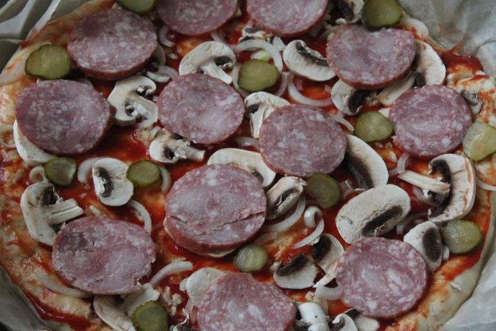 Фото рецепта - Пицца на дрожжевом тесте - шаг 8