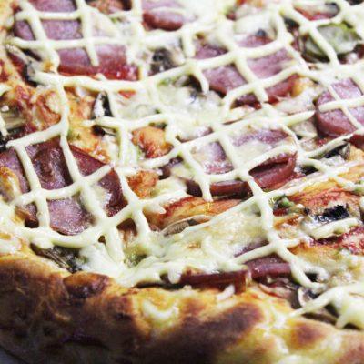 Пицца на дрожжевом тесте - рецепт с фото