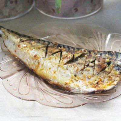 Пикантная скумбрия с чесноком в фольге - рецепт с фото