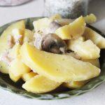 Картофель в духовке с вешенками, шампиньонами в сметане