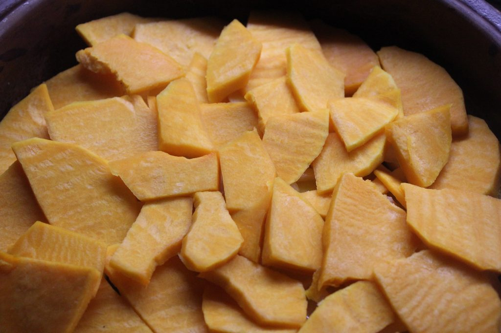 Фото рецепта - Запеканка из картофеля и тыквы с вешенками и шампиньонами - шаг 6